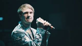 Craig Owens performs Baby You Wouldn't Last A Minute On The Creek