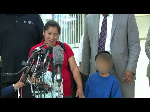 US: migrant child reunited with his mother
