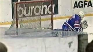Самый курьезный гол!!!! Хоккей-Евролига-финал-1999.avi