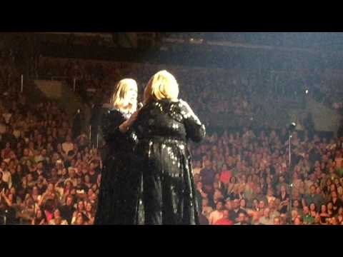 Adele meets impersonator Delta Work on 8/6/16 in LA (видео)