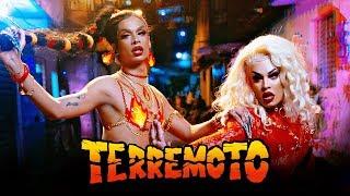 Contato para shows/imprensa: contato@liaclark.com.br  Ouça nas plataformas digitais: http://smarturl.it/Terremoto  SIGA LIA CLARK http://bit.ly/LiaClarkSpotify http://bit.ly/LiaClarkFacebook http://bit.ly/LiaClarkInstagram http://bit.ly/LiaClarkTwitter  TERREMOTO (Ruxell / Pablo Bispo / Sergio Santos / Gloria Groove / Pedrowl)  Ruxell no beat!  Hoje tem zuera Vambora Tô pouco me fu-woo-woo Pra hora  Vamo quebra tudo Agora Segura o copo É o terremoto  Hoje eu não quero saber de nada Ela taca que taca que taca Eu tô mais afiada que faca  Segura o copo É o terremoto  Oi treme, treme É o terremoto Oi treme, treme É o terremoto Treme que treme que treme Treme que treme que treme Treme! Do jeito que eu gosto  Treme, treme Treme, treme Treme, treme Do jeito que eu gosto  Gloria groove!  Hoje tem zuera Vambora Tô pouco me fu-woo-woo Pra hora  Pode chamar a Lia E a Gloria Segura o copo É o terremoto  Nós pode não ser meteoro Mas cê pode pá A maloqueira e a caiçara Viram popstar  Um terremoto forte Sacudindo a pista Magnitude 10 Na Escala Richter  Um tsunami, pode se afogar na minha Me destacando mais do que o Tufão, Carminha Tu pode me chamar de furacão Katrina O tipo de garota que arrasta e empina  Oi treme, treme É o terremoto Oi treme, treme É o terremoto Treme que treme que treme Treme que treme que treme Treme! Do jeito que eu gosto  Treme, treme Treme, treme Treme, treme Do jeito que eu gosto  Salve Lia Clark! Salve Gloria Groove! É isso mesmo, hein! Vai segurando!  Hahaha  Segura o copo É o terremoto  FICHA TÉCNICA Direção e Roteiro: Felipe Sassi  Assistência de Direção (1º):  Lucas Romano Assistência de Direção (2º): Camila Abade Direção de Fotografia: Vitor D'angelo Assistência de Câmera (1º): Diego Manhori Assistência de Câmera (2º): Adilson Marques Logger: Igor Sete Direção de Produção: Diana Balsini  Coordenação de Produção: Wanisy Roncone  Produção Executiva: Raquely Ramalho e Pedro Lima Produção Geral: Jéssica Esteves Produtora de elenco: Amanda Hayar Produtor 