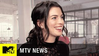 Anne Hathaway & 'The Intern' Cast on Women in the Workplace Stereotypes | MTV News