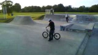 preview picture of video 'Tail Whip 180 Ish'