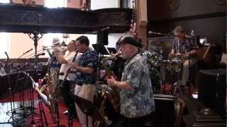 Bourbon Street Parade - Heartbeat Dixieland Jazz Band