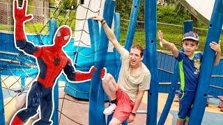 Человек Паук и Стервятник - тренировка в парке. Видео для детей.