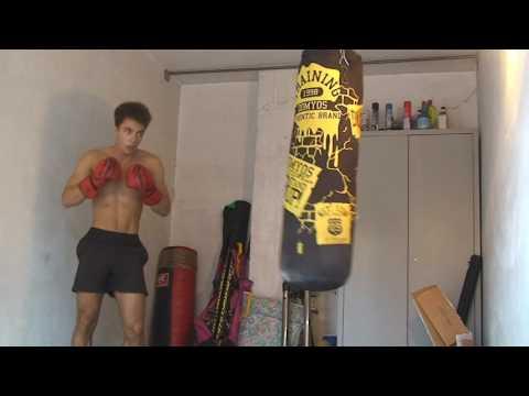 Allenamento aggressività al sacco da boxe