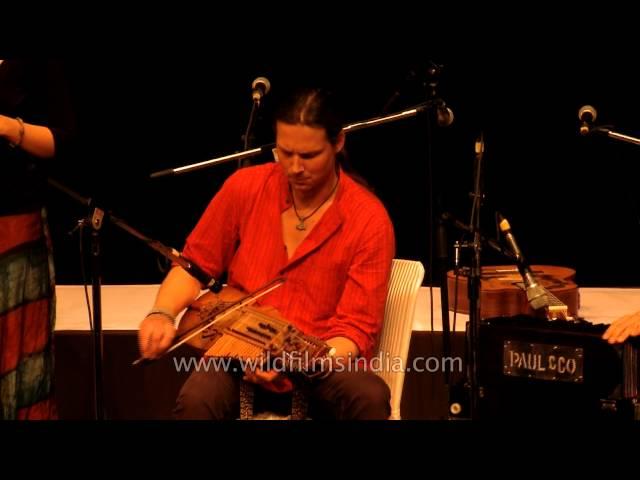 Radiant Archadia singing Bosnian folk song