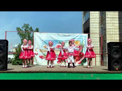 Танец «Ах ты, берёза» коллектива «УЛЫБКА» на концерте 1 июня в ДДиЮ «Факел»