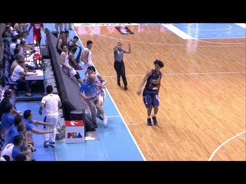 Alas inadvertently tackles Coach Yeng Guiao! | PBA Governors' Cup 2017