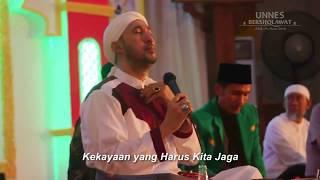 Ajib Az Zahir bawakan lagu Nusantara (Cipt UKM Remo Unnes)
