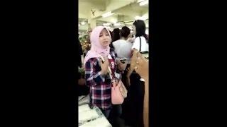 Pendukung Ahok Berhijab Ini Bikin Heboh Saat Ditanya Rukun Iman Dan Islam Oleh Pedagang Di Pasar