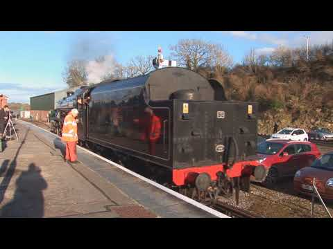 The Cathedrals Express arrives at the Yeovil Railway Centre …