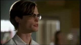 Criminal Minds 2x04 - Reid had been studying