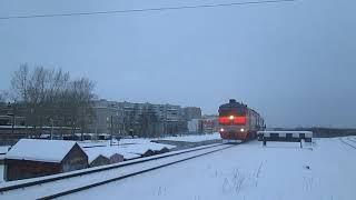 Тепловоз 2ТЭ10М-0981 выезжает из Архангельска