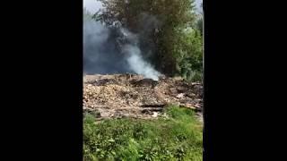 В Узловском районе горит строительный мусор от снесенных бараков