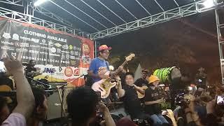 Pee Wee Gaskins   Ikut Aku Ke Bulan (acoustic) Live Karawang