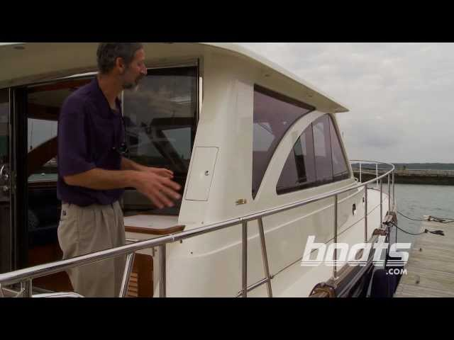 2012 Hunt 44 Express Cruiser Boat Review / Performance Test