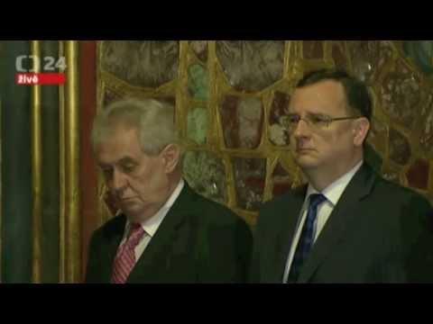 Пьяный президент Чехии шатался во время официальной церемонии
