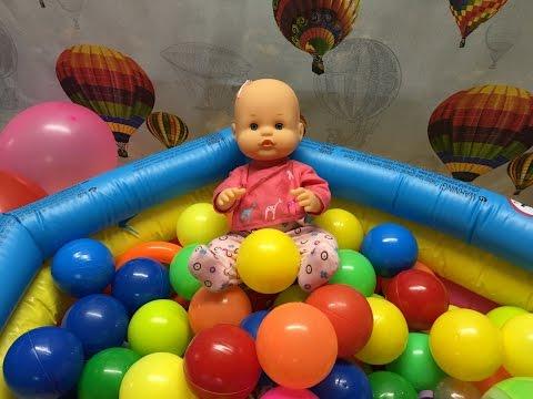 La bebe nenuco en la piscina de bolas SORPRESA! / Capítulo 24 de las Aventuras de la Bebe