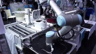 「炊飯機内釜取出し動作実演」ユニバーサルロボット