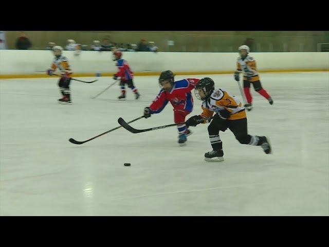 Юные хоккеисты скрестили клюшки в честь Дня Победы