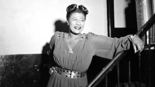 "Ella Fitzgerald Sings ""What Are You Doing New Year's Eve?"""