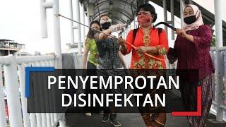 Merayakan Hari Kartini Pakai Kebaya, Sekelompok Ibu-ibu Lakukan Penyemprotan Disinfektan