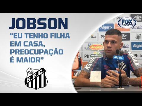 FALA, JOBSON! Meio-campista do Santos concede entrevista coletiva direto do CT Rei Pelé