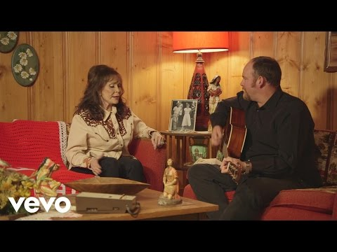 Loretta Lynn – In the Pines (Acoustic Preview)