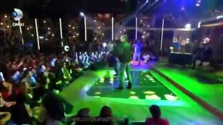 Beyaz Show   Mustafa Ceceli Ft Pit10   Es  Canlı Performans // 24 Ocak 2014 [HD]