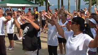 Ação pelo Dia Municipal e Mundial do Tai Chi leva dezenas de pessoas à orla de Santos