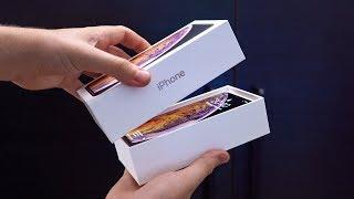 Endlich ist es so weit: Das neue iPhone XS und XS Max ist da! Selbstverständlich packen wir die Dinger auch dieses Jahr in guter alter Unboxing-Manier aus. Viel Spaß!   Hier könnt ihr die Rhinoshield-Hüllen bekommen: https://rhinoshield.de/  Vielen Dank an Rhinoshield für die geniale Unterstützung!  --------------------------------------------------------------  Twitter: http://www.twitter.com/felixba  Zweitkanal auf Youtube: http://www.youtube.com/dierumpelkiste  Instagram: http://www.instagram.com/felixba  Facebook: http://www.facebook.com/felixbaTV  --------------------------------------------------------------  Die Amazon-Links (http.amzn.to/????) in der Videobeschreibung sind Afilliate-Links. Wenn ihr über die Links etwas kauft, bekomme ich eine kleine Provision, ohne dass sich der Preis für euch ändert. Danke für den netten Support!