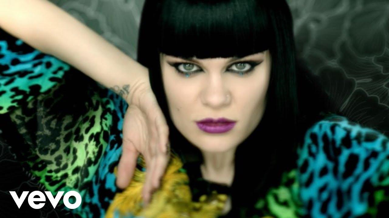 Lirik Lagu Domino - Jessie J dan Terjemahan