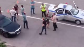 Пьяный виновник ДТП угрожает свидетелям аварии
