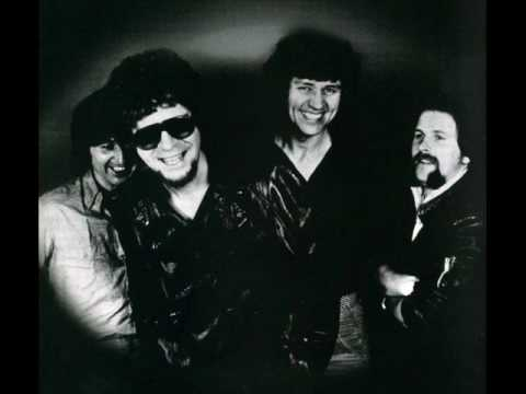 Electric Light Orchestra - Hold on tight (Lyrics)