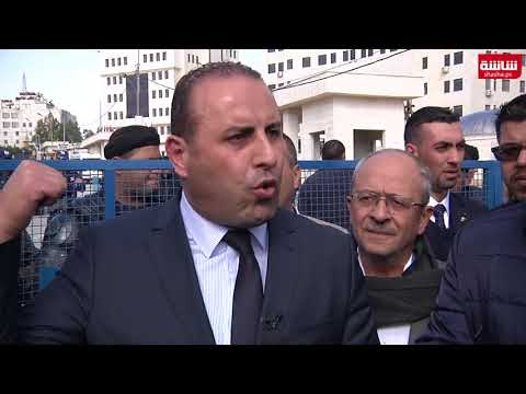 نقابة المحامين تعتصم امام مجلس الوزراء برام الله