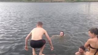 Знаешь как дельфин плавает