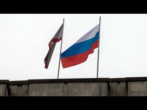 Krim: Russische Fahne auf Regionalparlament in Simferopol [mit Videos]