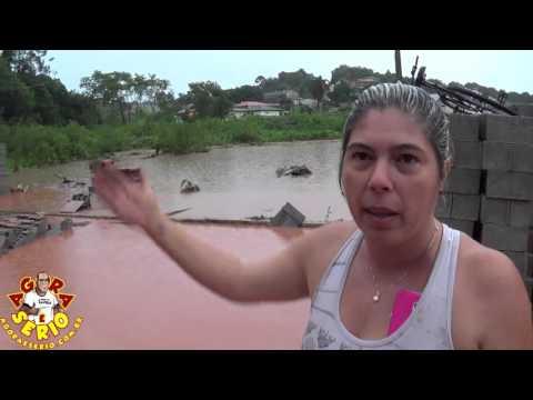 Eliane Diniz do Depósito Juarez de Brito mostra os Prejuízos causados pela enchente de Lama em São Lourenço da Serra