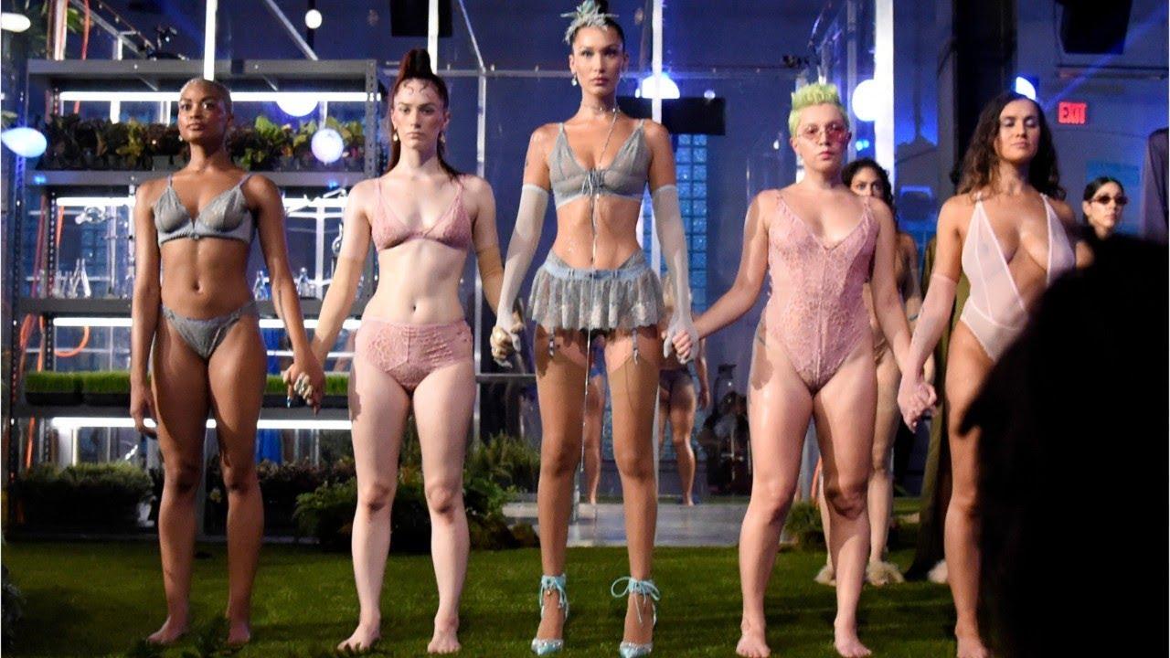 8389a4882 Rihanna cierra la Semana de la Moda Nueva York con un desfile ...