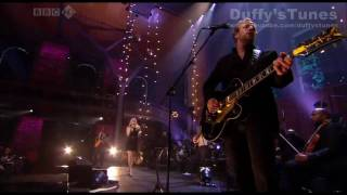 Duffy - Breaking My Own Heart Live.