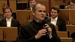 François-Xavier Roth sings