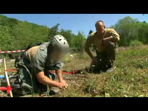 Ënnerwee mam Service de Déminage vun der Arméi (RTL.lu)