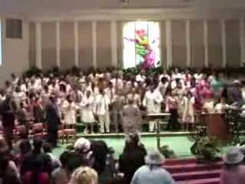 Merced Apostolic Tabernacle Mass Choir Sings When I Think…