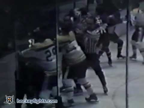 Derek Sanderson vs Arnie Brown