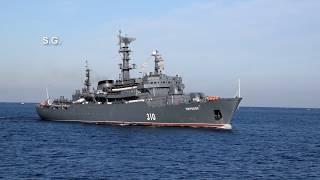 Учебный корабль «Перекоп» с курсантами на борту входит в Севастопольскую бухту  The training ship Pe