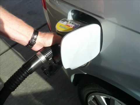 Des Benzins 80 auf den Auftankungen in moskwe