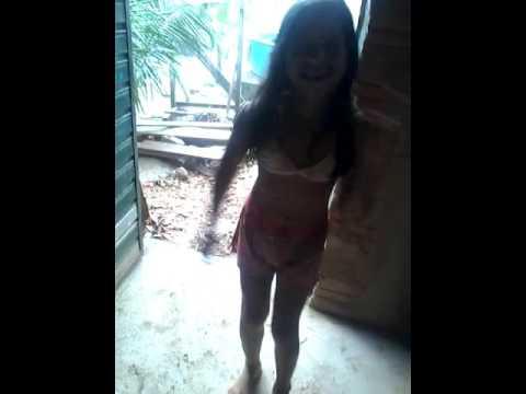 tomando banho de chuva!!🙈🙉🙊