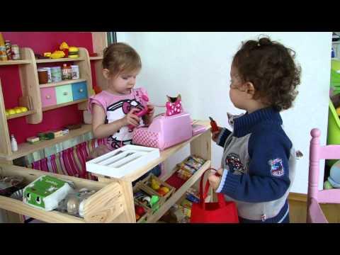 Keisha und Dejan spielen Kaufladen