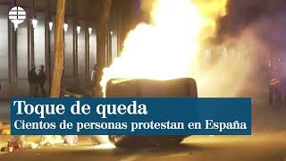 Cientos de personas protestan en Barcelona y Oviedo contra el toque de queda